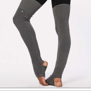 Lululemon mantra stirrup yoga/leg warmers purple